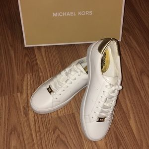 NWT!✨ Michael Kors Irving Lace up white/gold